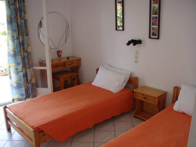 016 Room with single beds in Apartment in Villa Eleftheria accommodation in corfu
