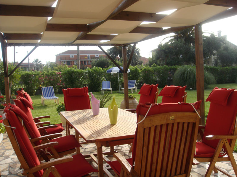 007 Sitting Area in the Garden Villa Eleftheria.JPG accommodation in corfu