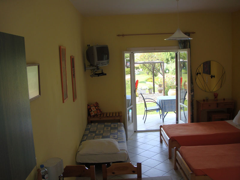 025 3beds setup Studio in Villa Eleftheria accommodation in corfu